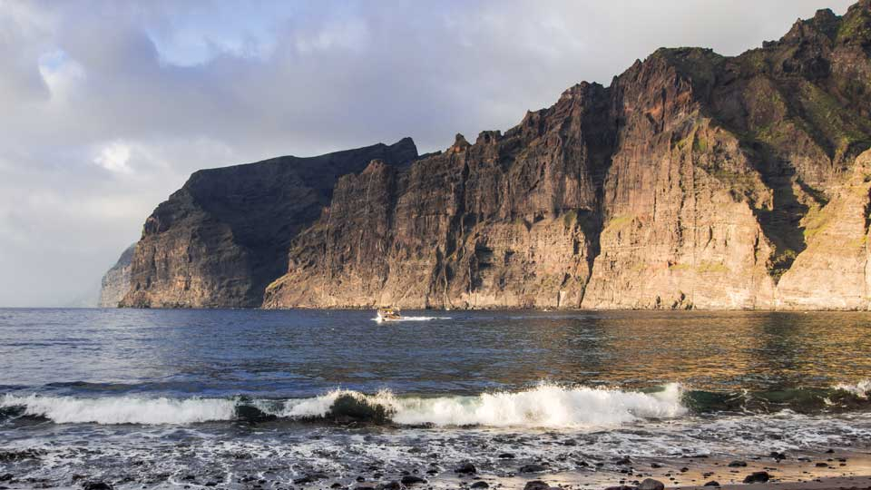 Los Gigantes Cliff of the Giants