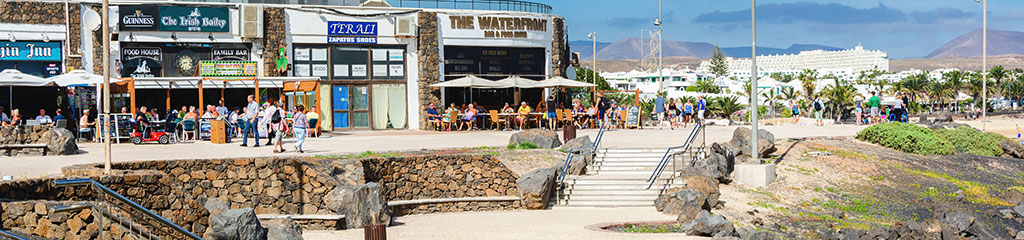 Cafes and shops in Las Cucharas beach